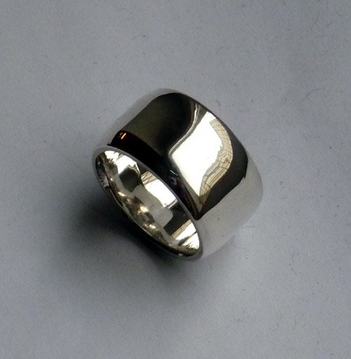 Breiter Ring mit Hammerschlag aus Silber  Handarbeit