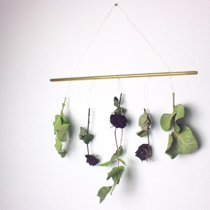 DIY Wandschmuck aus getrockneten Blumen