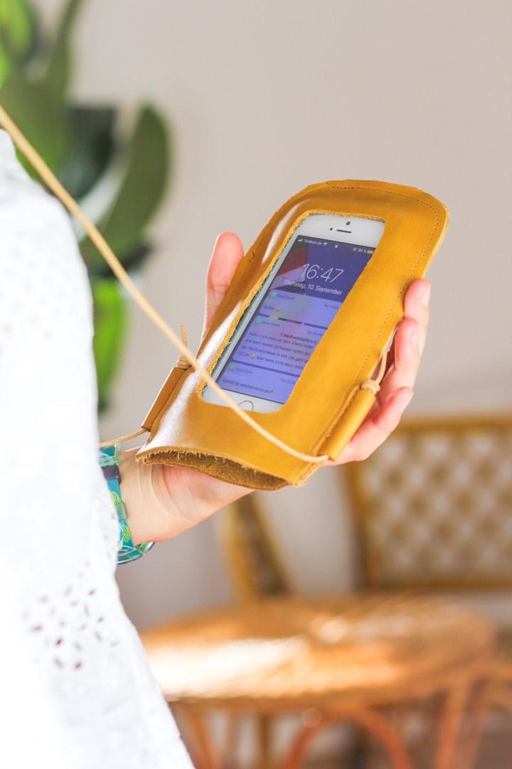 DIY Handy-Umhängetasche aus Leder