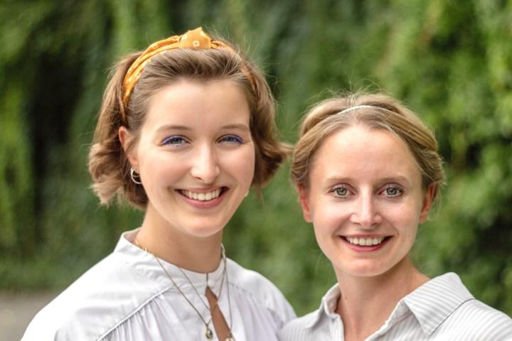 Tanja und Antonia Erfinderinnen des Handlettering Adventskalenders