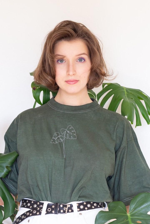 T-Shirt mit der Nähmaschine besticken als Weihnachtsgeschenk für Freund*innen
