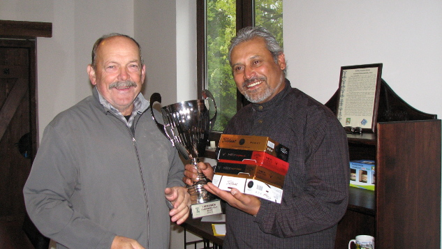 Darri Bohra odbiera puchar i nagrody za zwycięstwo w Olszewka Cup 2013