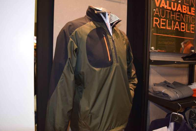 The wind and water resistant Bolt Pullover