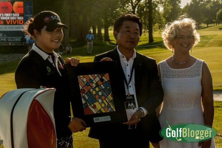 olvik Chairman Kyung Ahn Moon (center) and Nawal Motawi (right) present the Volvik Championship Trophy to Ariya Jutanugarn