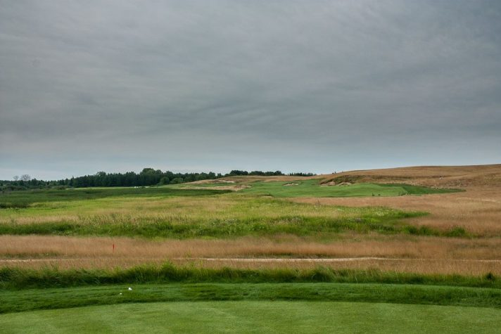 The first at Erin Hills is a 615 yard par 5. From the middle tees, it plays 539.