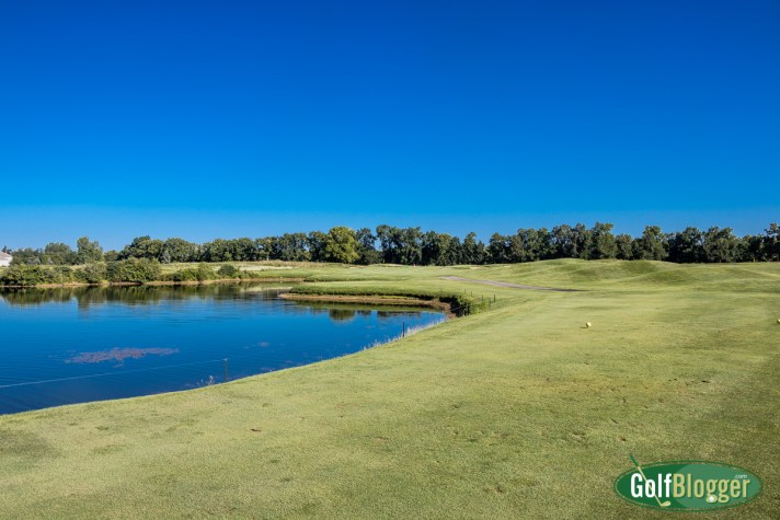 Island Hills Golf Course Review: this is the par 4 first.