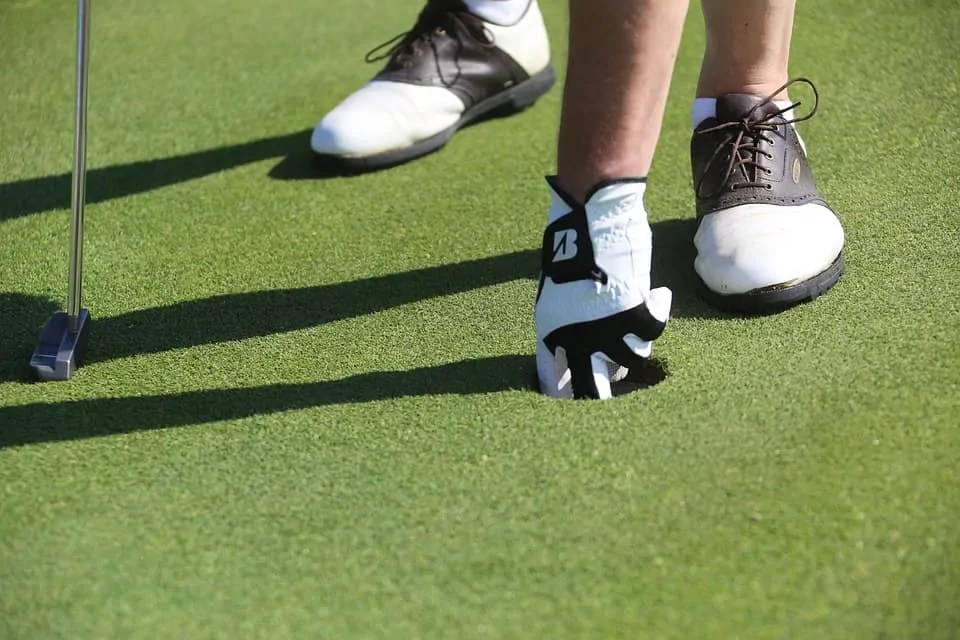 wearing golf shoes advantages
