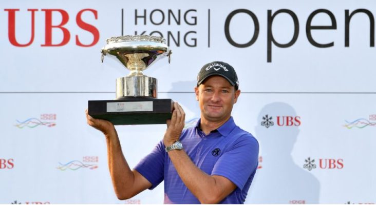 Sam Brazel with the winner's trophy at 2016 UBS Hong Kong Open