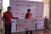 Winner - Neha Tripathi - receiving prize from Mr. Keshav Kumar - DGM Marketting Classic Golf & Country Club (1)