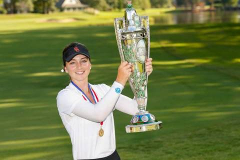Gabriela Ruffels with the Robert Cox Trophy - US Women's Amateur - USGA Image - Steven Gibbons