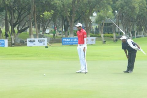 Karandeep Kochhar shares rd 1 lead with Om Prakash Chouhan and Arun Kumar at Benguluru Open