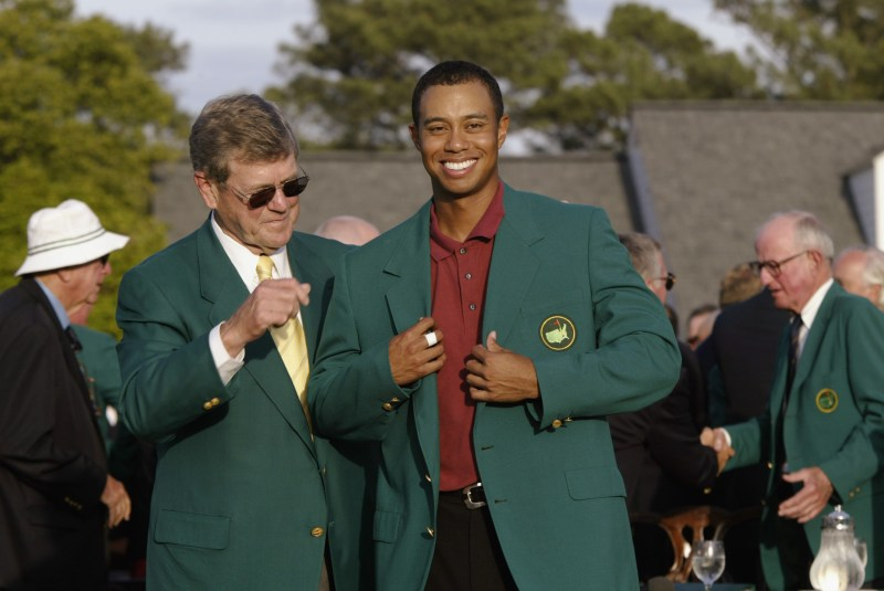 Tiger Woods wins back-to-back Masters in 2002 at Augusta National
