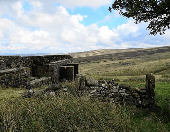 west-yorkshire-farmhouse-places-that-inspired-books