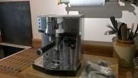 سعر ومواصفات ماكينة قهوة ديلونجي delonghi ec850 وعيوبها وتقييمها وطريقة الاستخدام