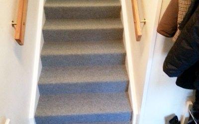 Mer nålfiltsmatta i trappa