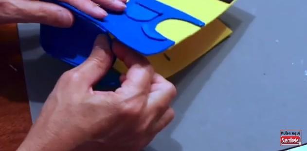 Cartuchera de Minions con goma eva 8