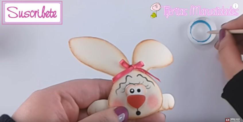 Canasta de goma eva con conejo para Pascuas 11