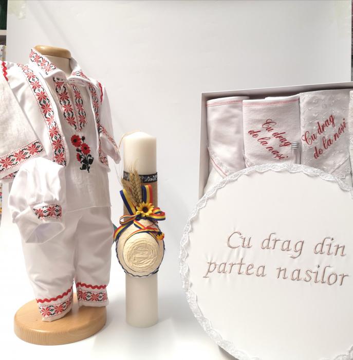 Set Costum National pentru baieti Raul 5: lumanare , trusou si cutie botez traditional