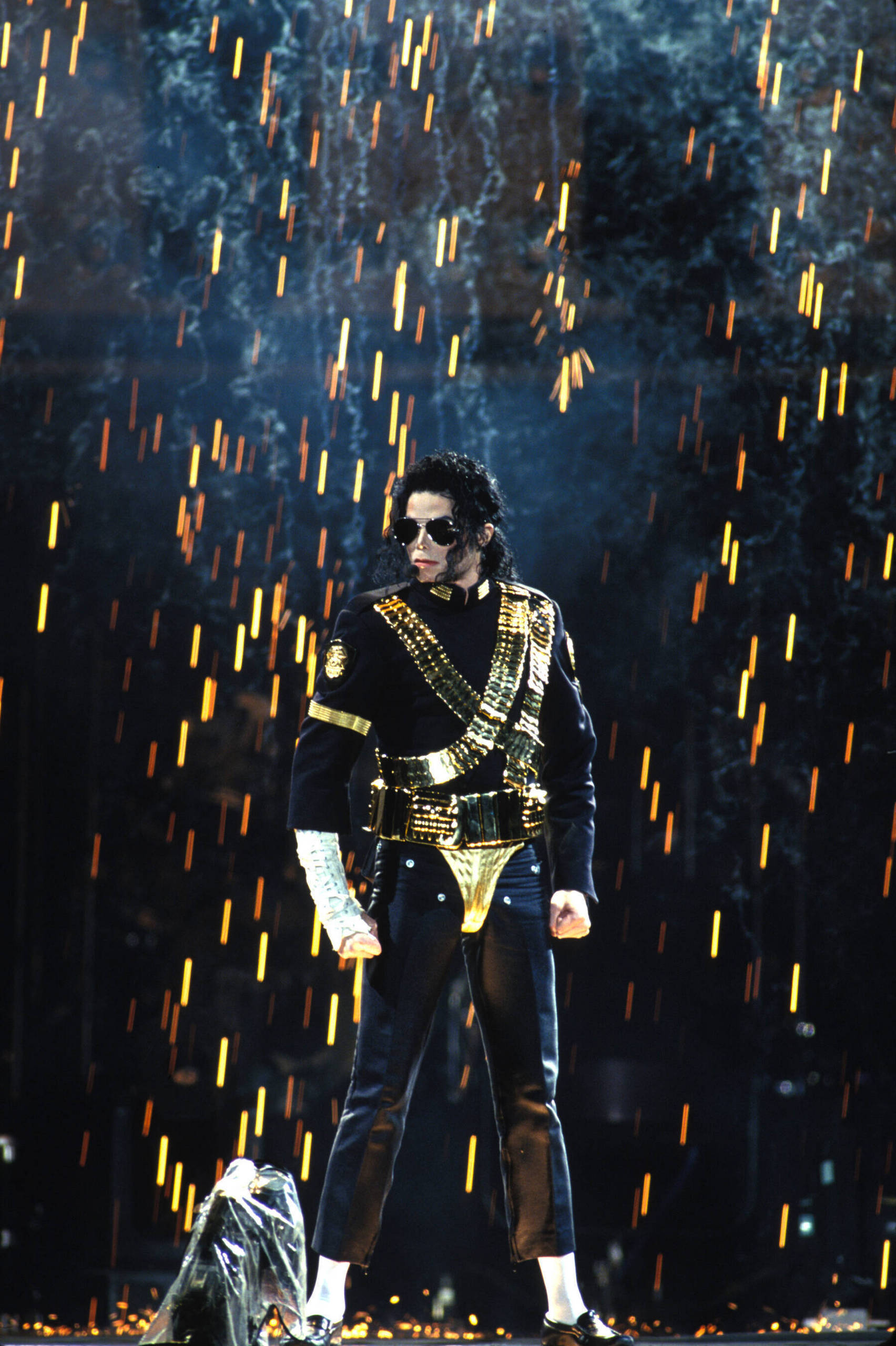https://i0.wp.com/gomaworld.blog.so-net.ne.jp/_images/blog/_0b7/gomaworld/Dangerous-Tour-michael-jackson-7627214-1704-2560.jpg