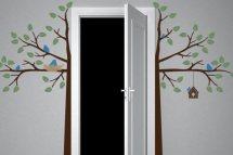 ajtó köré nőtt fa