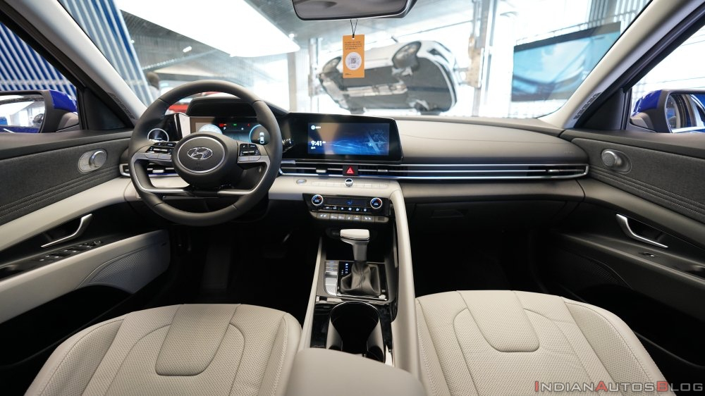2021 Hyundai Elantra : Interior & Exterior explained!