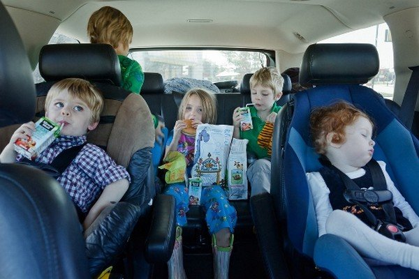 Don't let your child eat something while you are driving   Child safe cars