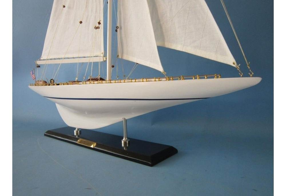 Yacht Rainbow Wooden Sailboat Model Scaled For Decoration