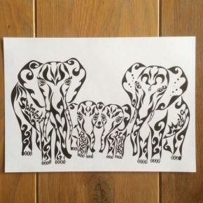 象をモチーフに模様で書く絵を!模様に名前を入れて、家族の絆をアートな絵に