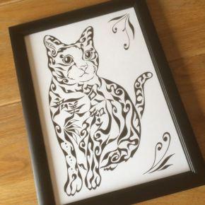 犬より猫派!猫好きの方のペットのネコをモチーフにした模様で描く似顔絵風アート