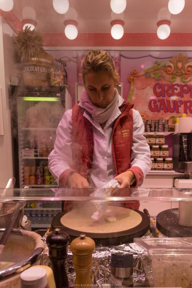 Crêpes at the Christmas Markets at Champs Élysées, Paris, France || Paris in two days, a complete guide and itinerary to the city of lights in France.
