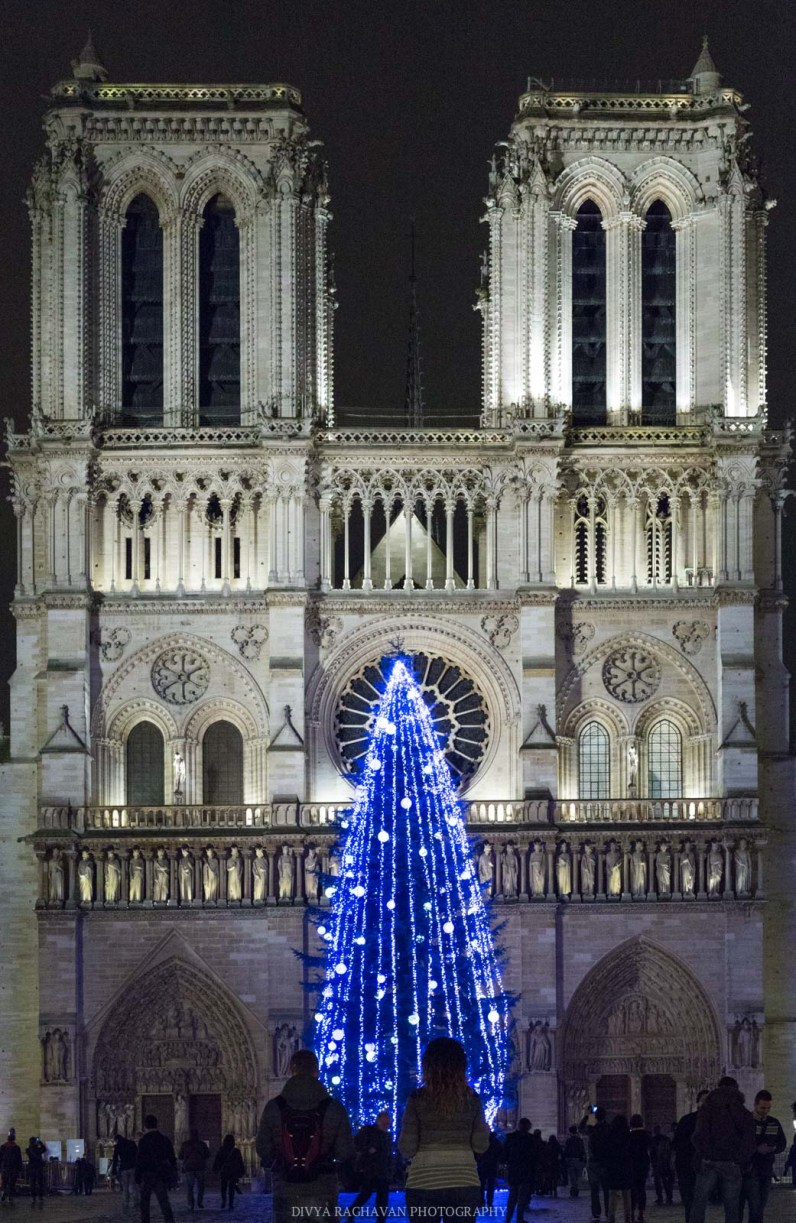 Christmas at Notre Dame, Paris, France || Paris in two days, a complete guide and itinerary to the city of lights in France.
