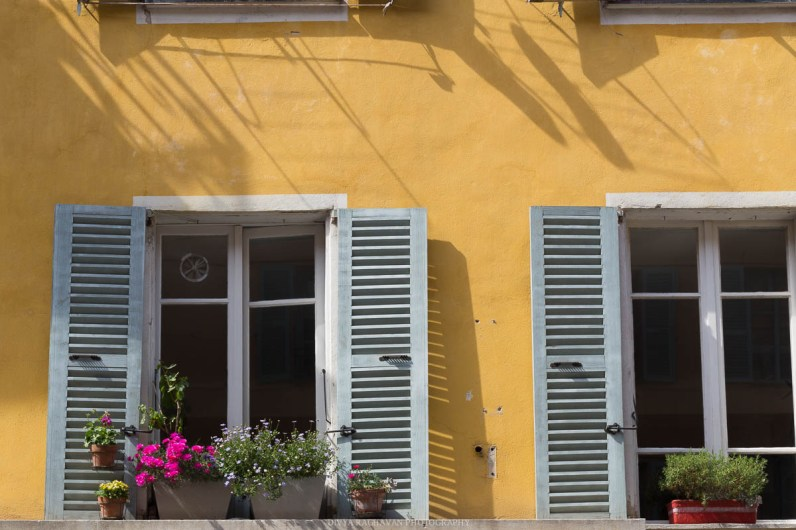 Blue shutters and yellow wallls, Rue Bonaparte, Nice-1-2