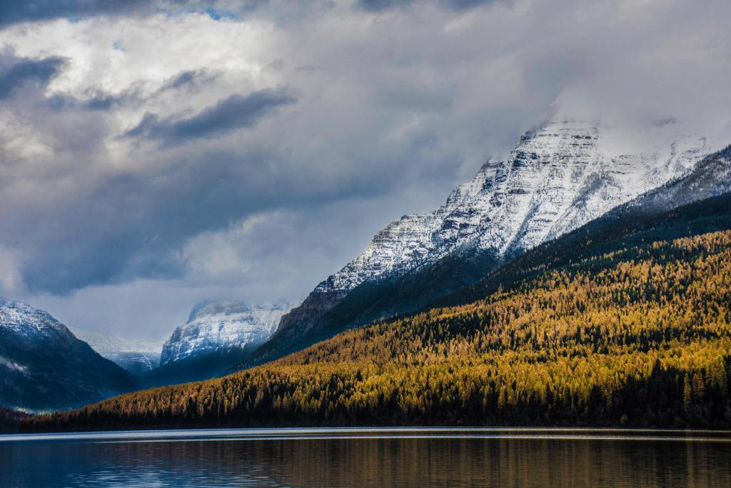 mountains and body of water in montana