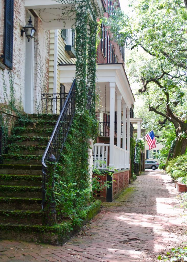 brick street in savannah georgia