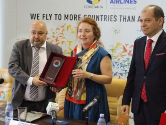 Premiul Turkish Airlines a fost primit de Gunes Tanay, managerul Turkish Airlines Constanța. FOTO Adrian Boioglu