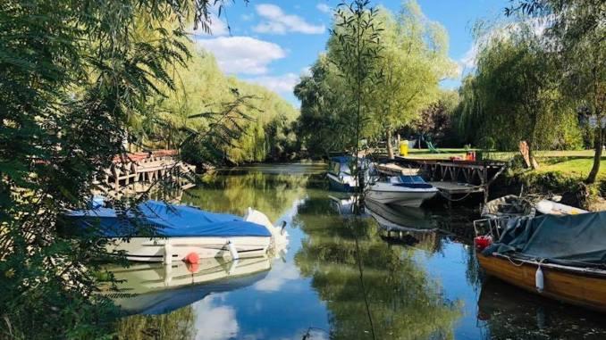Bărci de pescuit în Delta Dunării. FOTO AMDTDD