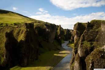 Fjaðrárgljúfur eru magnþrungin náttúrusmíð og láta engan ósnortin.