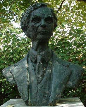 Bust_Of_Bertrand_Russell-Red_Lion_Square-London