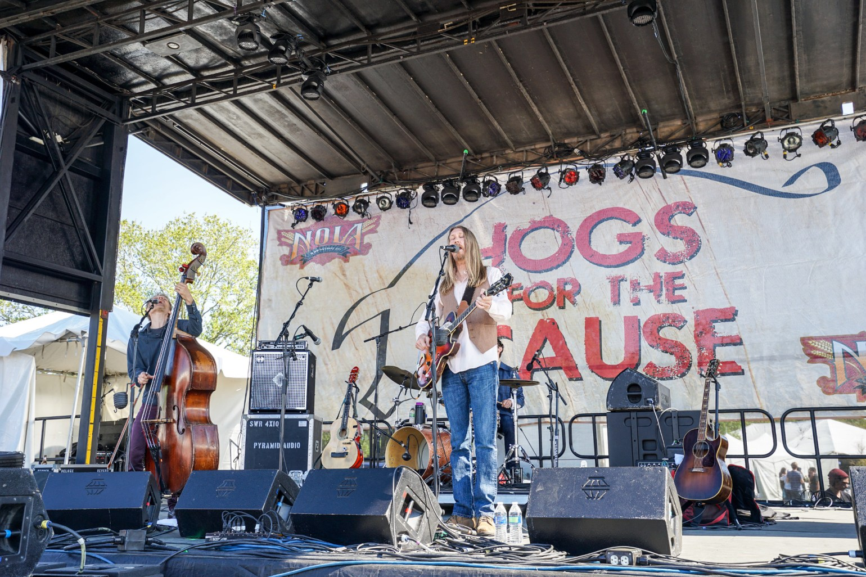 Live music at Hogs. (Photo: Paul Broussard)