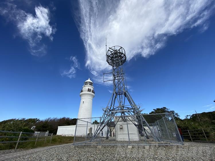 潮岬灯台とレーダー