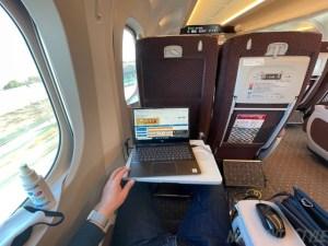 新幹線NEWグリーン車でPC作業