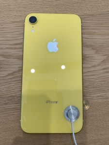 iPhone XR イエロー 裏面