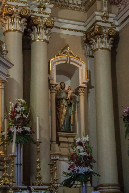 statue church