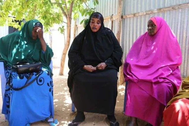 Family members mourn Mohamed Mohamud who was killed in an attack by Somali forces supported by U.S. troops in Bariire village in Mogadishu Somalia, August 29, 2017.