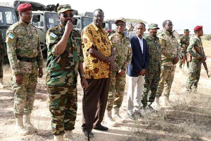 Axmed Madoobe oo Gacmo Qarsoon ku eedeeyay hurinta dagaalka ka socda Galbeedka Kismaayo.