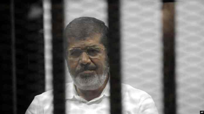Faahfaahin: Madaxweynihii la doortay ee Dalka Masar Maxamed Mursi oo Maxkamad ku dhex geeriyooday..