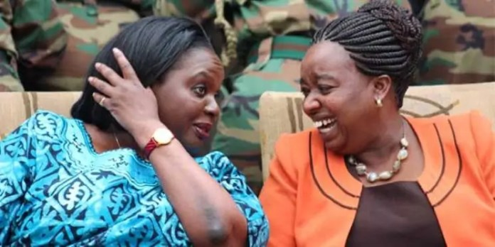 Uhuru Kenyatta oo isku-shaandheyn ku sameeyay Golaha Wasiiradiisa. (Difaaca & Arrimaha dibada oo la isku bedelay)