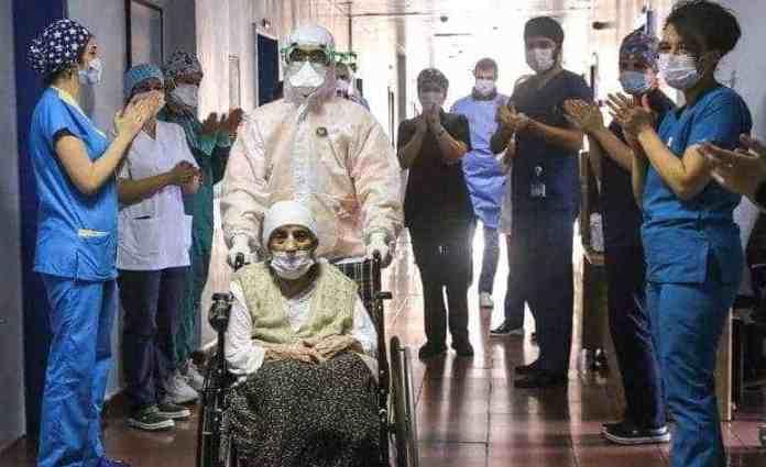 Ayeeyo 107 sano jir Turki ah oo si la yaab leh uga bogsootay Cudurka Coronavirus (Sawirro)