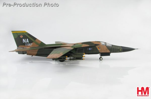 Hobby Master Collector 1/72 Air Power HA3025 US Air Force General Dynamics F-111 Aardvark 67-0067, 429th TFS/474th TFW, Thailand, early 1970s (Military Airplanes Diecast Model, Pre-built Aircraft Scale Model)