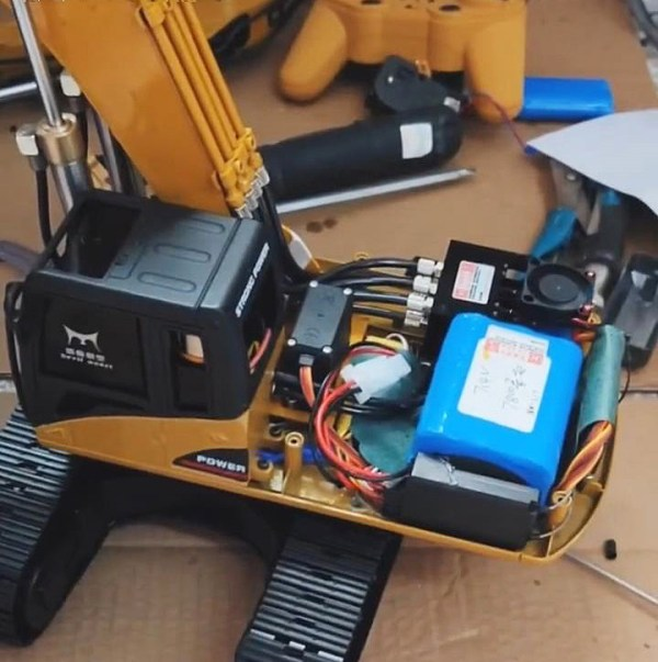 DIY (Do It Yourself) RC Hydraulic Excavator Upgrade Package For Hui-Na Toys 580, 2.4GHz Radio Remote Control, 23 Channel, All Metal, 1:14 Scale Model RC Excavator Toy.Transform (Customize, Modify) Upgrade Kits.